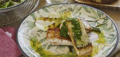 Lomos de Salmón Noruego fresco a la brasa con cebolleta y ajo