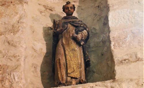 Estado de la talla antes de ser restaurada; estaba situada muy alejada del espectador
