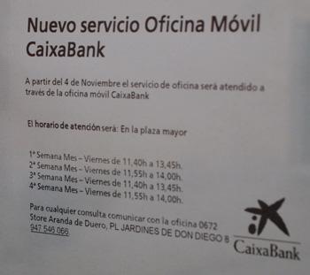 Cartel anunciador del día y horarios de aparición prevista del 'ofibús' en la plaza