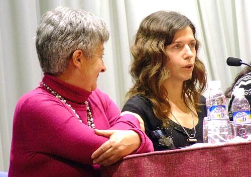 Izaskun Gracia junto a la también escritora Olga Araúzo, Fotografía: J.Marqués